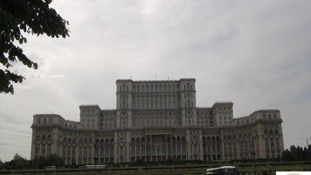 """România, ţara cu cei mai mulţi """"demnitari"""" pe cap de locuitor!"""