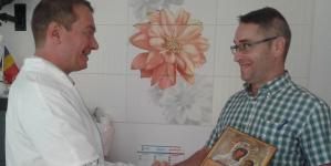 Impresionant! Pacienții aduc icoane pentru Acțiunea din 1 Decembrie chiar la cabinetul doctorului Mihai Tîrnoveanu!