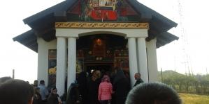 """Slujbă de târnosire a Bisericii """"Adormirea Maicii Domnului"""" din comuna Câlnic, judeţul Gorj"""