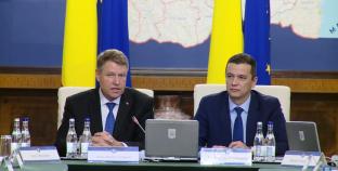 Președintele Klaus Iohannis și premierul Sorin Grindeanu, la începutul ședinței de Guvern