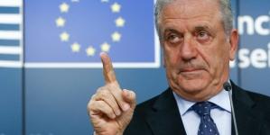 UE vrea să forţeze statele membre să accepte refugiaţi