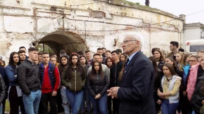 """""""Protest faţă de insultele senatorului Şerban Nicolae la adresa Rezistenţei anticomuniste. Cerem sancţionarea reprezentantului PSD!"""""""