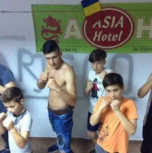 "Clubul Sportiv ""Renshi"" va participa mâine la Cupa ""Kombat Academy""!"
