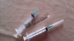 Ar trebui interzis ca cei care produc vaccinuri să producă şi tratamente pentru efectele secundare ale acestora.