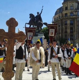 Suntem românii cu Cruce și Steag…