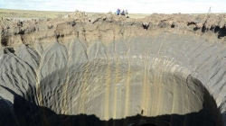 Explozie puternică zguduie tundra arctică, formând un crater de 50 metri adâncime în nordul Rusiei
