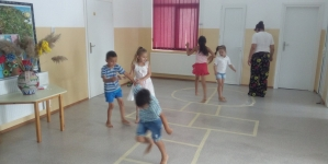 """Prima zi de """"Ateliere de vară – Șotron"""", la Școala Gimnaziala Grozești și la Școala Primară Cârceni."""