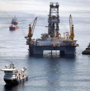 Pată uriaşă lângă o sondă OMV din Marea Neagră. Autorităţile europene o văd, Autoritatea Navală Română, nu