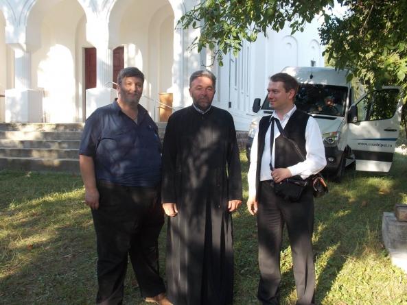 La Baraolt (2% români, 97% etnici maghiari), jud. Covasna împreună cu vrednicul părinte Vasile Bobeică și Florin Palas.