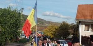 Durerea ultimilor români din Vârghiș a fost ștearsă de pe obrazul lor de copiii învesmântați în straie naționale!