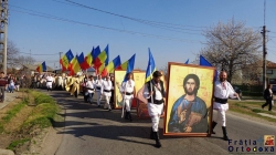 """""""Frăția Ortodoxă Sfântul Mare Mucenic Gheorghe"""" străbate în marș, cu torțe aprinse și steaguri tricolore, Capitala României!"""