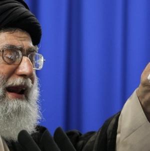 Iranul cere Rusiei să renunţe la dolar şi să izoleze America