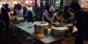Asociaţia Mic News a oferit ajutoare şi o masă caldă pentru oamenii străzii din Bucureşti