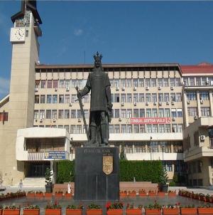 Statui şi plictiseli istorice