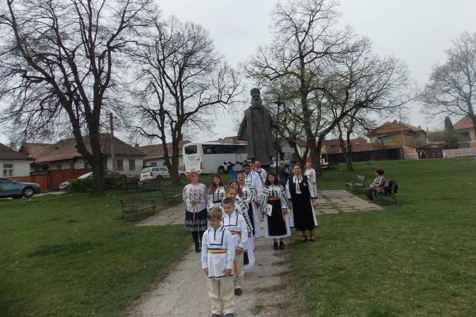 """Prima împărtășanie a copiilor în Haine Naționale la Biserica """"Sfântul Mare Mucenic Gheorghe"""", Covasna!"""