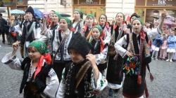 PARADA PORTULUI POPULAR ROMÂNESC LA CERNĂUŢI (VIDEO)