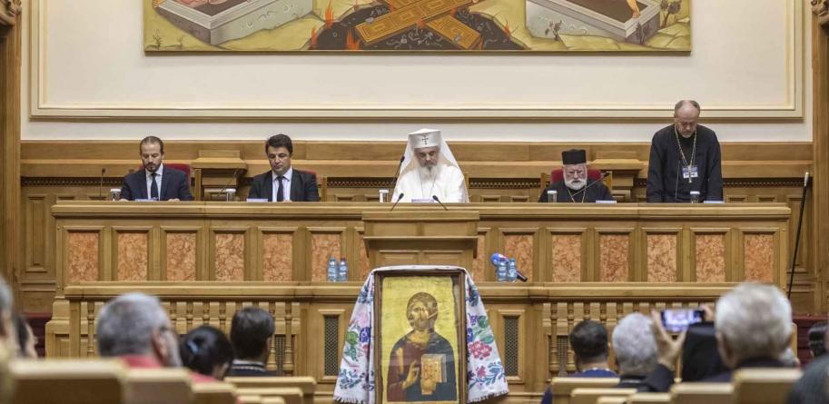 Patriarhul Daniel îndeamnă la mobilizare pentru salvarea satului românesc