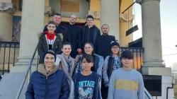 """Elevii Liceului de Arte """"C-tin Brăiloiu"""" sunt voluntari în proiectul social """"Dăruind vei dobândi""""!"""