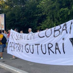 Sus Steagul Români, sus Inimile, Lupta continuă! Fii Prezent! Duminică, Piața Victoriei, ora 17, ne întâlnim pentru Libertate.