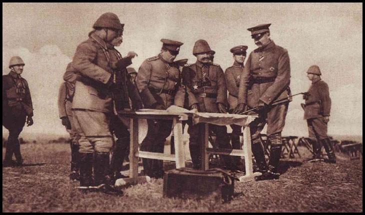 Generalul bulgar Toșev consultându-se cu aliații turci pentru Frontul Dobrogean