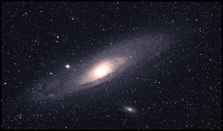 Descoperirea unei stele variabile în galaxia Andromeda